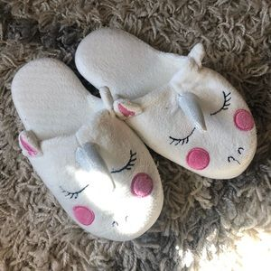 NWOT SIZE 2 unicorn slippers
